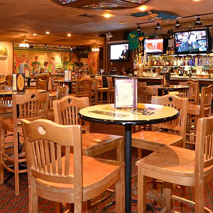 D2 Sports Pub at Best Western, Green Bay